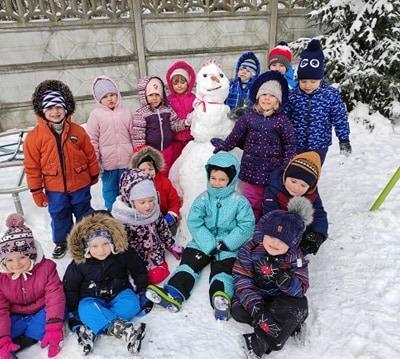 zimowe-zabawy-zabek-w-ogrodzie-15