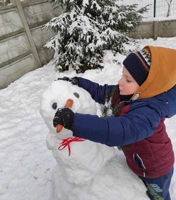 zimowe-zabawy-zabek-w-ogrodzie-20