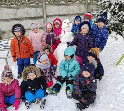 zimowe-zabawy-zabek-w-ogrodzie-26