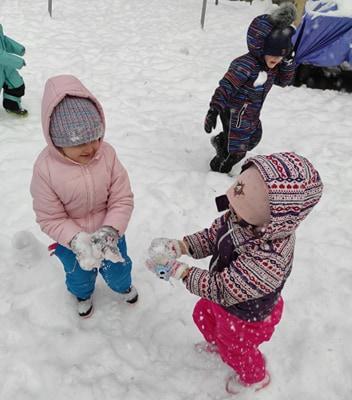 zimowe-zabawy-zabek-w-ogrodzie-38