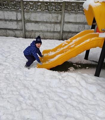 zimowe-zabawy-zabek-w-ogrodzie-39