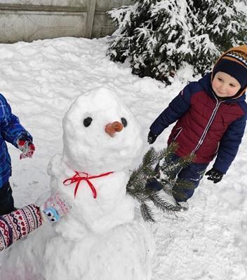 zimowe-zabawy-zabek-w-ogrodzie-43