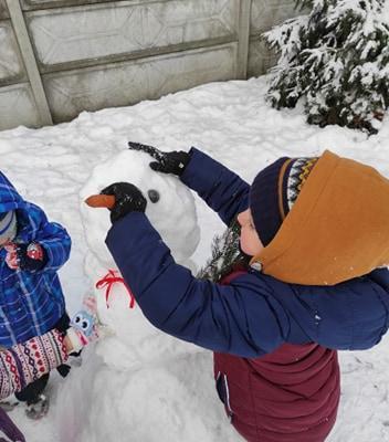 zimowe-zabawy-zabek-w-ogrodzie-56