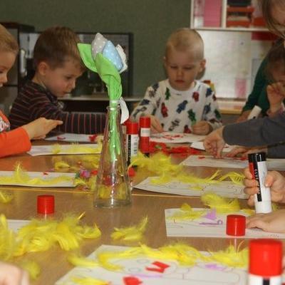 Przedszkolaki witają wiosnę 75