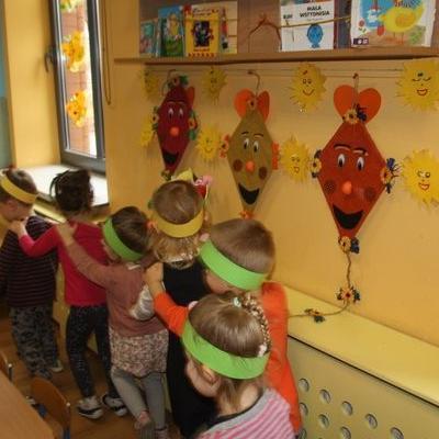 Przedszkolaki witają wiosnę 44