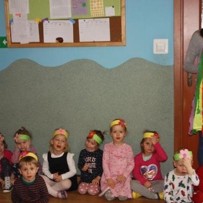 Przedszkolaki witają wiosnę 64