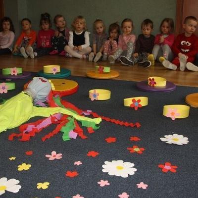 Przedszkolaki witają wiosnę 100
