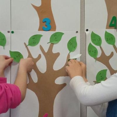 Przedszkolaki pracują z papierem 19