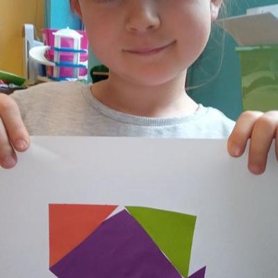 Przedszkolaki pracują z papierem 17