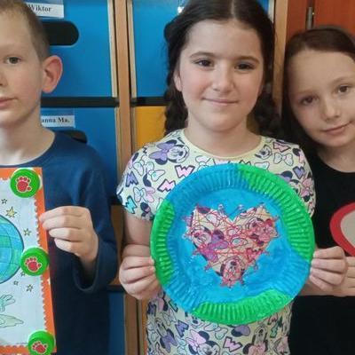Przedszkolaki z kartką serca  1