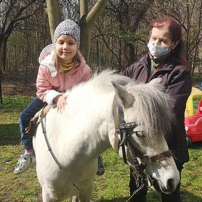 Przedszkolaki z koniem 34