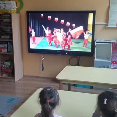 Przedszkolaki z flagą 12