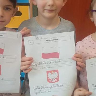 Przedszkolaki z flagą 33
