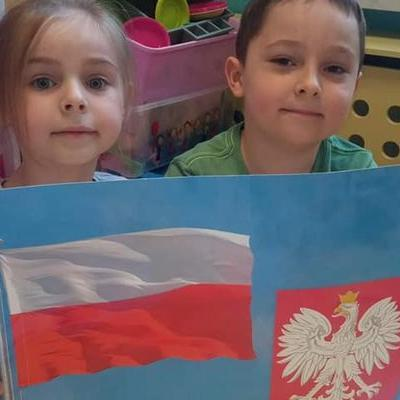 Przedszkolaki z flagą 34